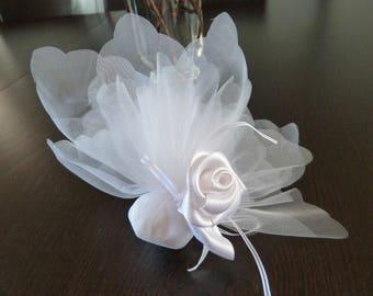 Wedding confetti white white roses