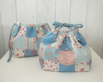 "Set of 2 bags purse ""Obento-kinchaku"" printed small flowers and blue and pink patchwork."