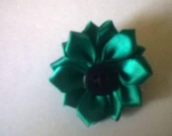 Brooch made of green satin fabric.