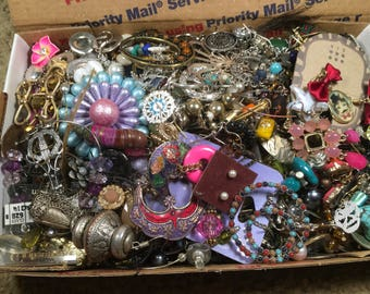 mixed lot, Earrings Vintage to now good crafting lot resell, reuse