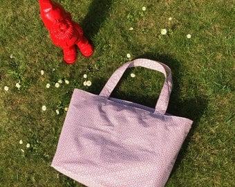 Shoulder bag in coated patterned