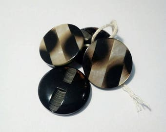 4 buttons style Pearl and black acrylic, 27mm diameter