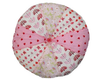 Cushion round patchwork in shades of pink