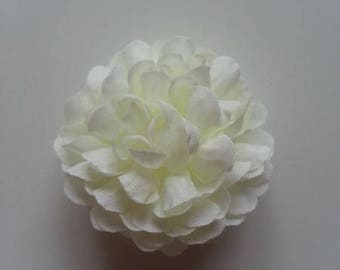 fleur  pompon en tissu ivoire 50mm
