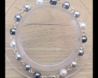 Shades of grey glass beads bracelet