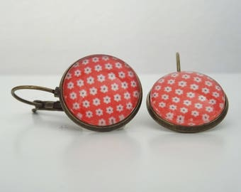 Earrings cabochon red and small white flowers