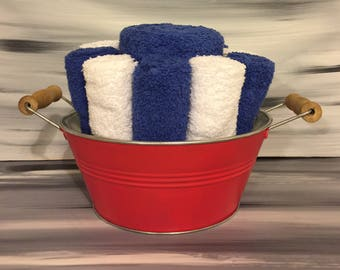 Red Beach Bathroom Towel Bin - Towel/Wash Cloth Holder/Wooden Handles - 2 dark blue hand towels - 5 white - 5 dark blue wash cloths