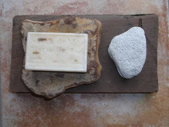 Porte savon bois flott pierre ponce naturelle et galet - Maison en pierre ponce ...
