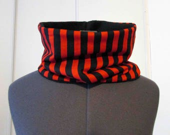 Snood scarf in red and black stripes