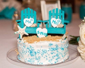 Beautiful lawn chair cake topper