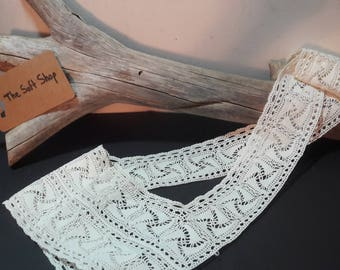 French lace collar and sleeves