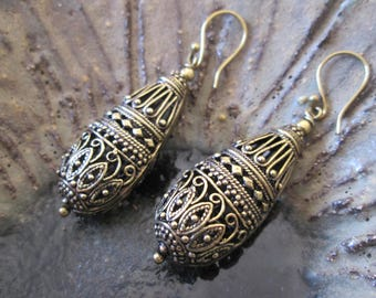 Bronze earrings tear carved cb-006