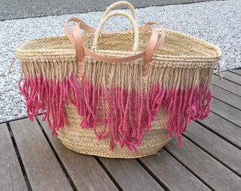 Tinted burlap bag-shopping bag in natural Palm, adorned with fringes.