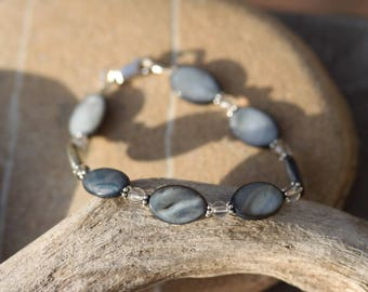 """Grey pearl bracelet, rock crystal and Sterling Silver - """"Shades of grey"""""""