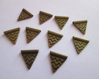 10 Perles Triangle en métal bronze 14 x 14 mm