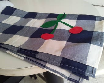 Square tablecloth with hand-made applications