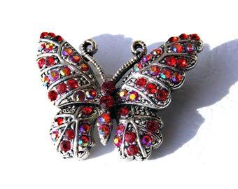 Broche papillon argenté et strass rouge, rose et orange AB.