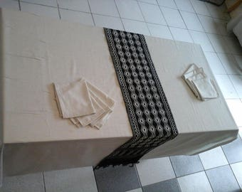 Tablecloth table with 8 napkins and an embroidered table runner, tablecloth with 8 towels and table runner