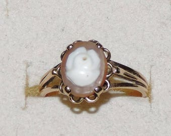 Gorgeous Vintage Estate 10K Yellow Gold Carved Rose Shell Cameo Ring 2.41 Grams Size 6.5