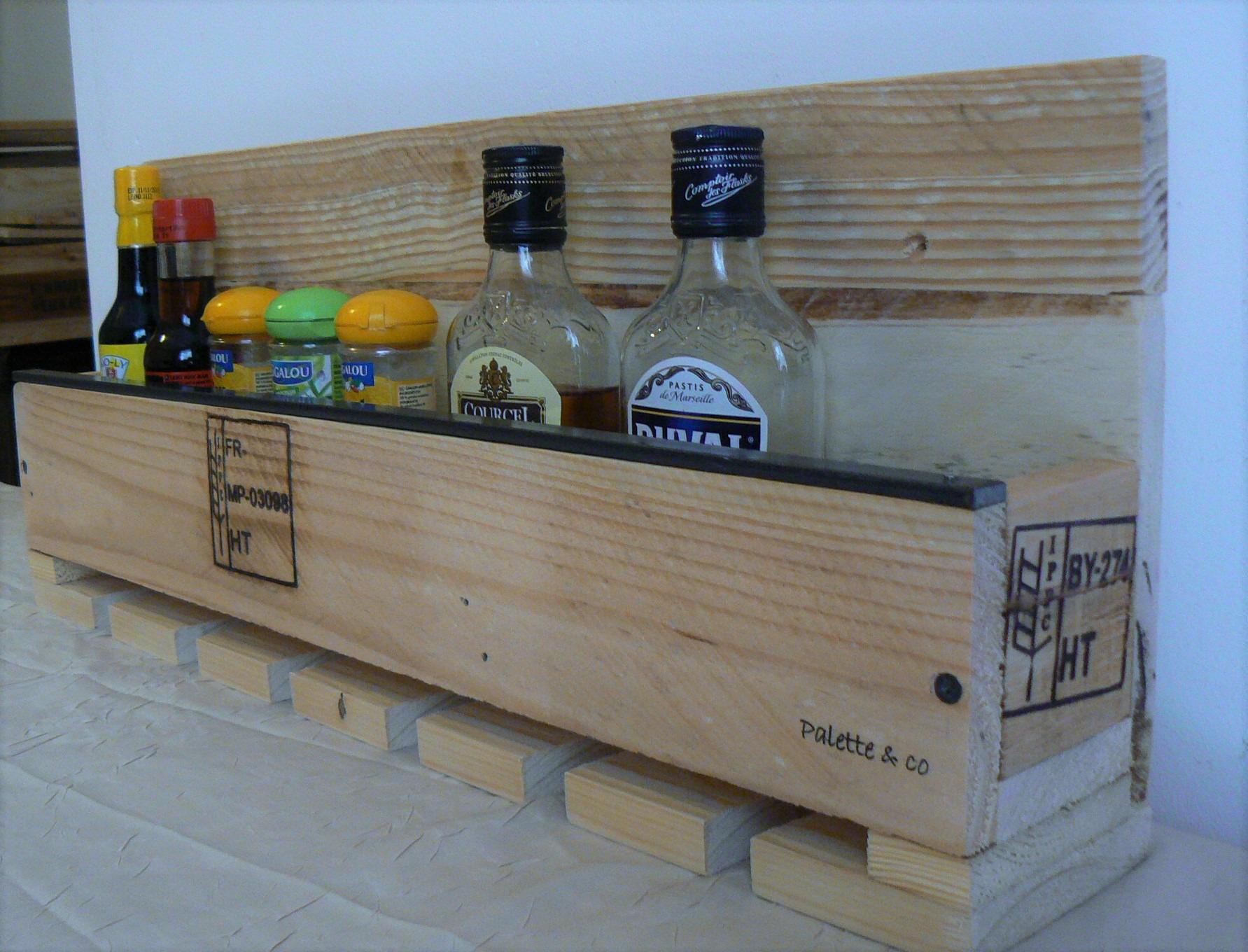 etag re murale pour verres tasses pices. Black Bedroom Furniture Sets. Home Design Ideas