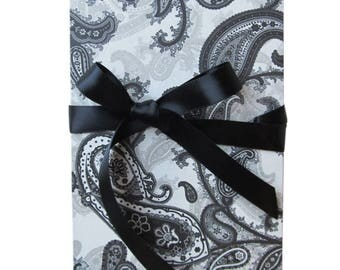 Leporello, 17 x 12 cm Accordion folder with black and white paisley motif and ribbon