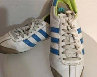 Vintage Adidas sneakers  size 7.5