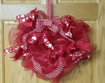 Deco mesh heart shaped valentine wreath