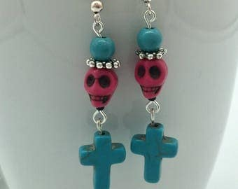 Skull and crossbones earrings ' death and devils ' | Turquoise-Pink