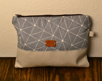 Clutch-grey/geometric pattern with synthetic leather flooring