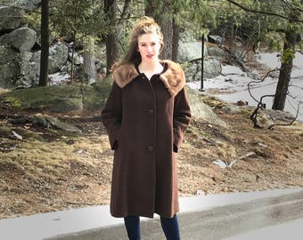 Vintage brown wool boucle coat with fur collar size L, 1960s wool coat, MCM clothing, mid century clothing, MCM coat