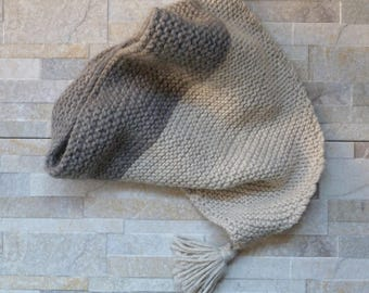 Triangualr cozy wool hand knitted scarf