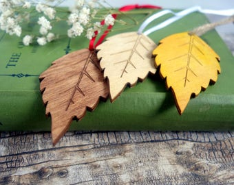 100 x wood birch leaf place tags, autumn / fall wedding favours, wish tree tags. Laser cut in custom colours. Nature, woodland, rustic