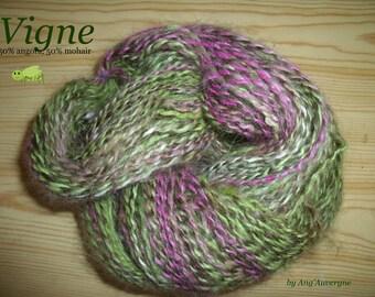 "Handspun angora/mohair yarn, ""Vigne"", 135 m."