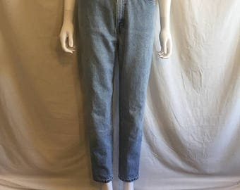Closing Shop 40%off SALE 90s LEVIS 512 denim slim fit tapered leg 9 SHT short, high waist jeans  Waist W 28