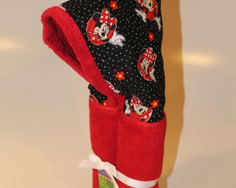 Classic Minnie red hooded towel