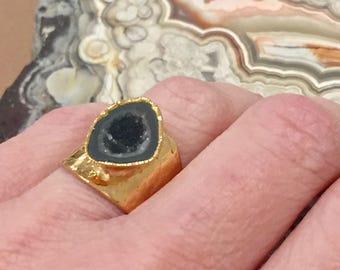 Dara Ettinger Tiny Agate Geode Adjustable Cigar ring in Natural