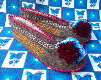 Greek Slippers Size 45 / UK11 / wool / leather / pompom
