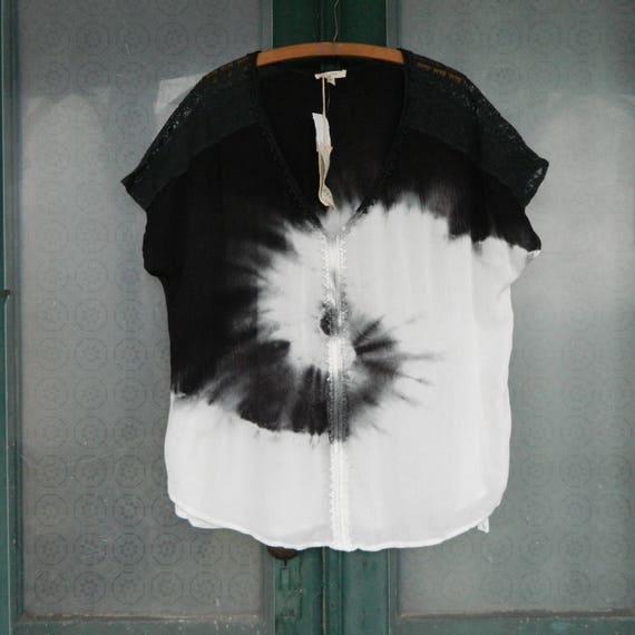 Mystree Cap-Sleeve V-Neck Boho Black & White Tie Dye Top -M- Rayon Gauze NWT
