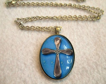 Beautiful Blue Silver CROSS Cabochon PENDANT Necklace