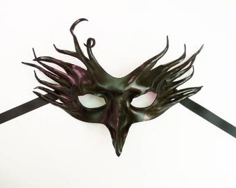 Crazy Crow, a Black Leather Mask entirely handcrafted and light and easy to wear