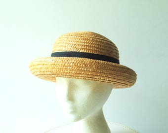 Summer fashion vintage 60s, genuine straw, sturdy hat with a short brim up and black band. Size 22