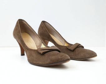 Vintage Shoes Brown Suede Heels Bow Womens Pumps 8 AAA Narrow Soft Illusions Naturalizer 60s