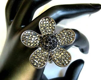 SALE Retro Rhinestone Flower Ring Black & Hematite Expansion Vintage
