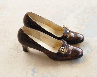 vintage 60s Heels - 1960s Faux Tortoise Shell Patent Leather Heels Sz 8 39