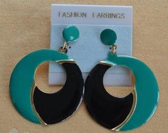 On sale Pretty Vintage Emerald Green, Black, Gold tone Dangle Hoop Pierced Earrings, 80's (AH17)