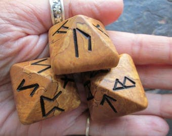 Unique and Exclusive - Rune Dice - in Pear Wood. Set 108.