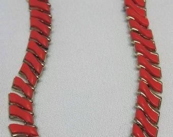 Coral Thermoset Necklace Bib Thermoplast Retro #B796