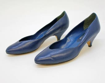 70's Cobalt Blue Pumps / Kitten Heel / Pointed Toe / Size 6 1/2 Medium