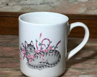 Christmas Sale Vintage TABBY CAT Mug 80s Gray Striped Kitty Pink Ribbons Roses