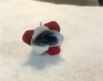 A33 vintage red white and blue flower brooch